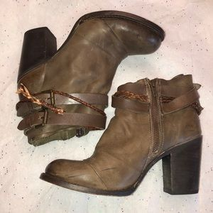 Freebird by Steven 'Lion' Distressed Boots, 10.